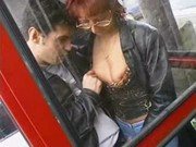 Na cabine telefonica