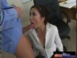 Comendo a secretaria japonesa